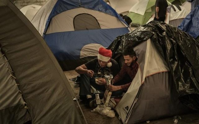 Miles de migrantes pasan la Navidad en Tijuana - Foto de AP