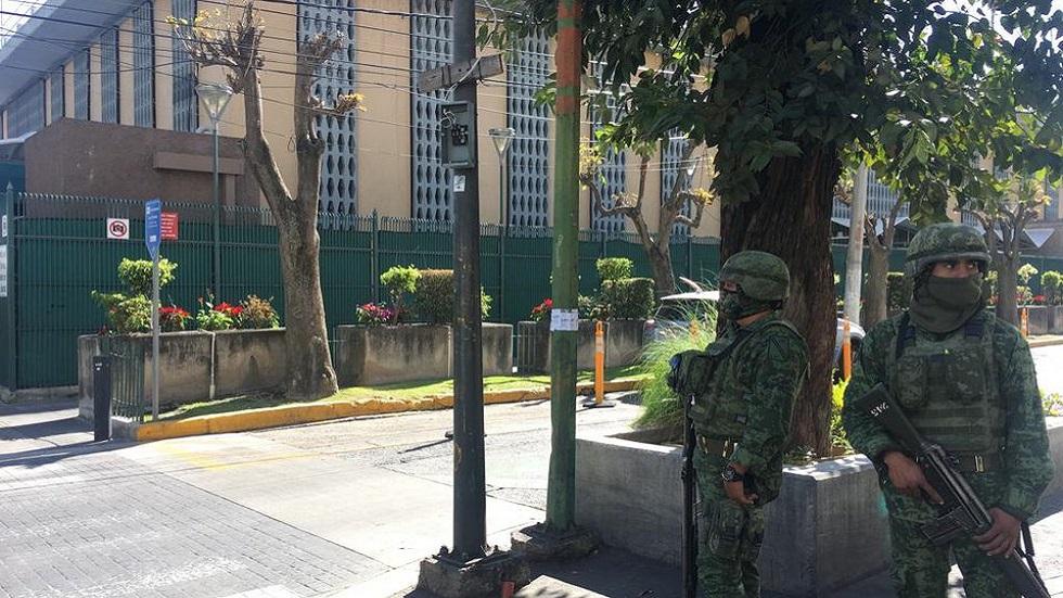 Militares en consulado de EE.UU. en Guadalajara tras ataque. Foto de Internet