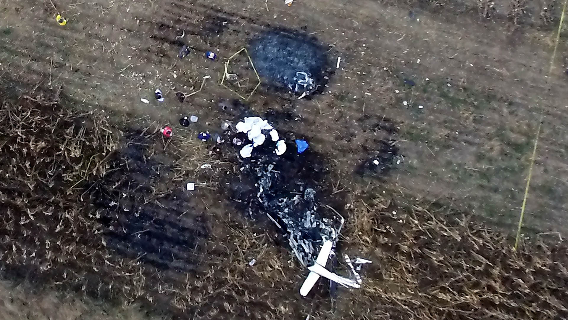 Así quedó el helicóptero que transportaba a Martha Erika y Rafael Moreno. Foto de AFP / STR