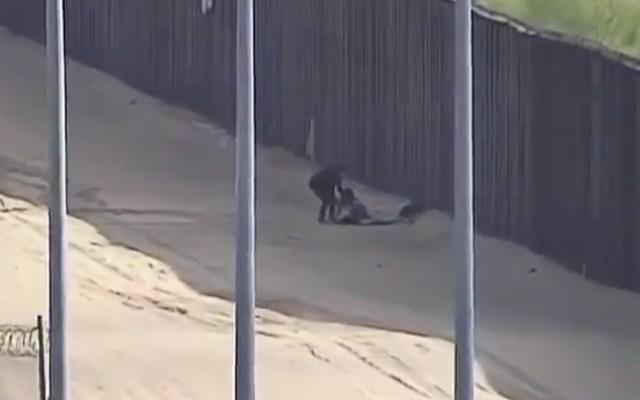 #Video Dos migrantes cruzan el muro fronterizo y resultan heridas