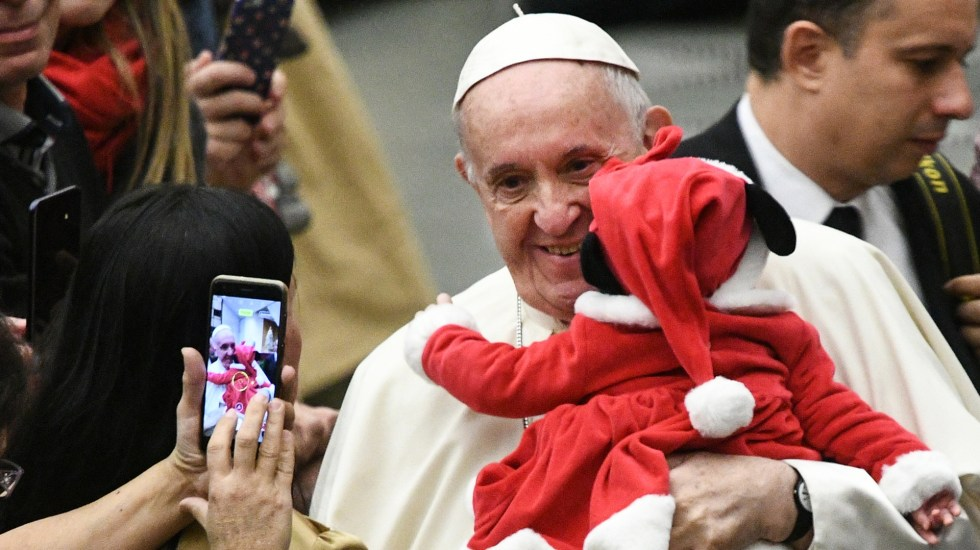 """Papa Francisco bendice a cientos de """"niños Dios"""" en Roma - Foto de Vincenzo PINTO/AFP"""