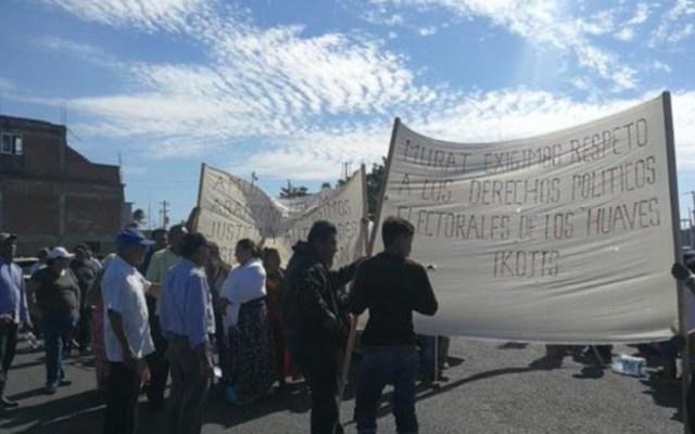 Protestan en Oaxaca durante visita de López Obrador - protestas durante evento de lópez obrador en salina cruz