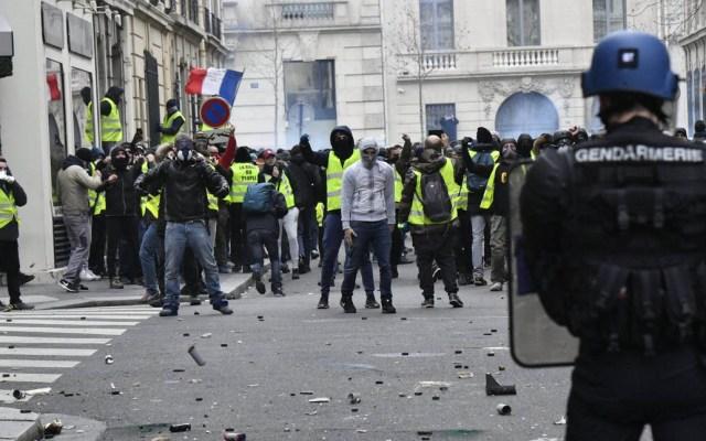 Balance oficial señala dos mil detenidos por protestas en Francia - Las protestas violentas del sábado dejaron 264 heridos, en Francia. Foto de @Place_Beauvau
