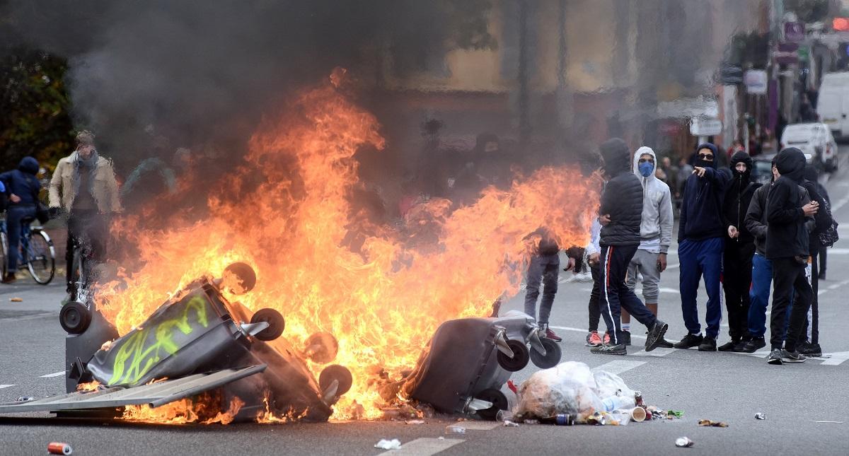 Protestas violentas en Francia. Foto de AFP / Remy Gabalda