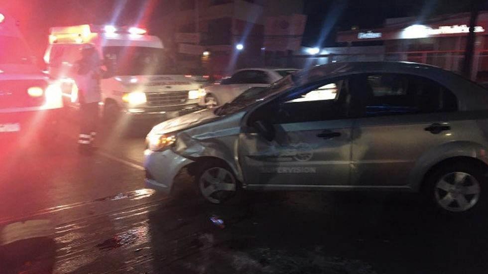 Vuelca auto en la Miguel Hidalgo - Foto de @OlimpoNotiMx