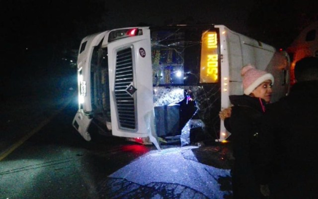 Volcadura de autobús en la México-Querétaro deja seis lesionados - Foto de Internet