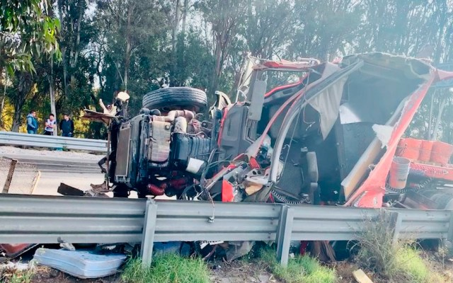 Volcadura de tráiler deja al menos dos heridos en la México-Querétaro - Foto Especial