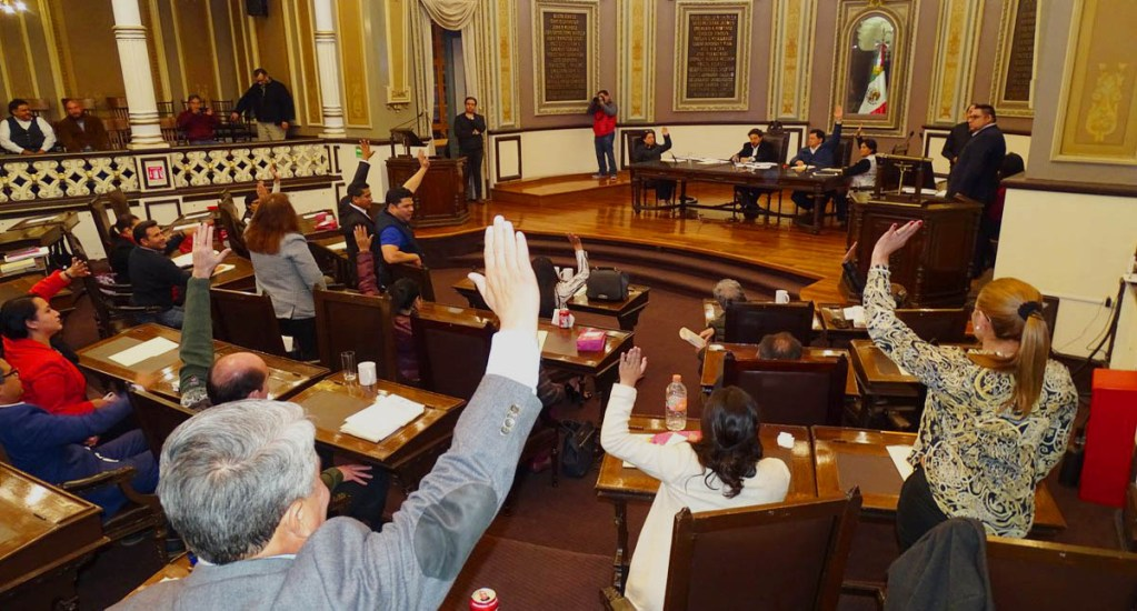 Congreso de Puebla aprueba la eliminación del fuero - Votación en el Congreso de Puebla. Foto de @Lira_Yadira