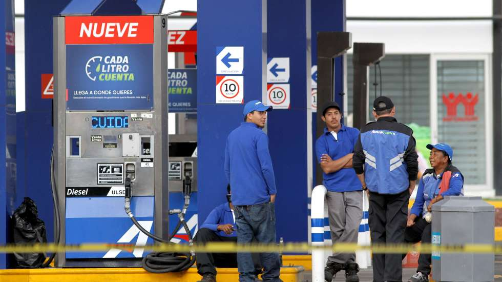 Continúa desabasto de gasolina en al menos 10 estados del país - Desabasto de gasolina en Guadalajara. Foto de AFP.