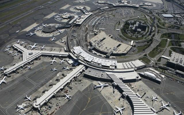 Dron perturba el tráfico del aeropuerto de Newark, cerca de Nueva York - Aeropuerto Newark. Foto de AP
