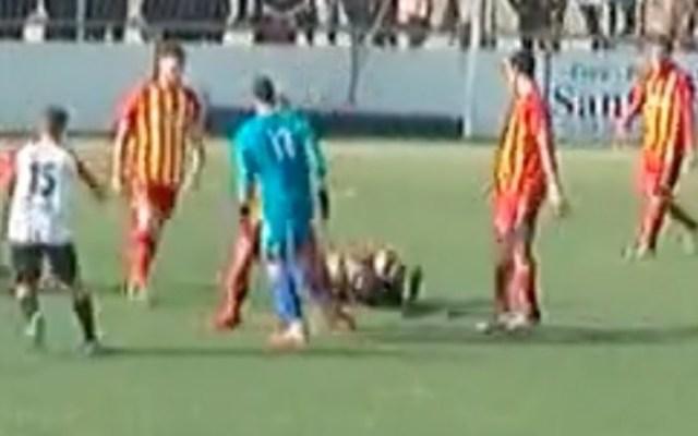 #Video Agreden a árbitro en España por gol anulado - Captura de pantalla