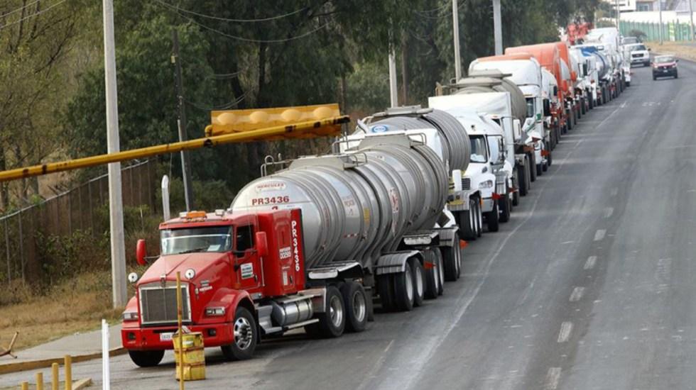 Policía Federal escolta autotanques con gasolina al centro del país - Policía federal escolta autotanques con gasolina