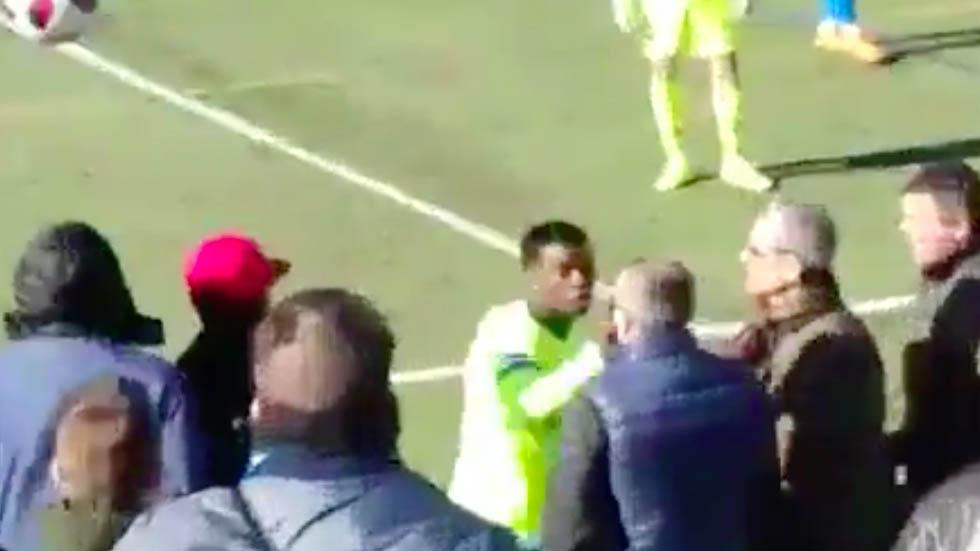 #Video Jugador del Barcelona B golpea a espectador - Captura de pantalla