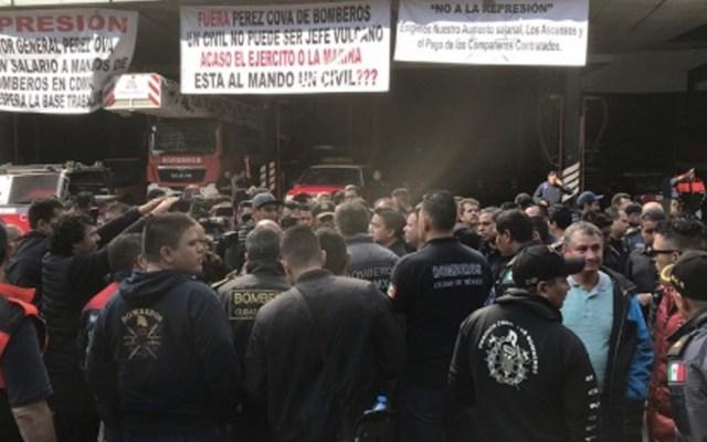 Destituyen a bombero que devolvió dinero en multifamiliar durante el 19S - Foto de Excélsior