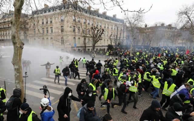 Protestas de 'chalecos amarillos' en Francia cierran con 244 arrestos - Foto de AFP