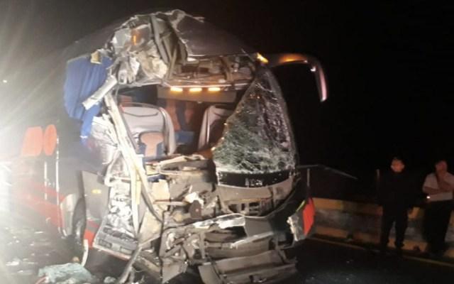 Choque de dos camiones de pasajeros deja al menos 10 lesionados - Foto de Quadratín
