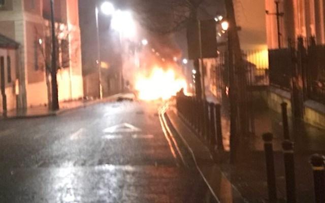 Explota presunto coche bomba en Irlanda del Norte - Foto de Twitter