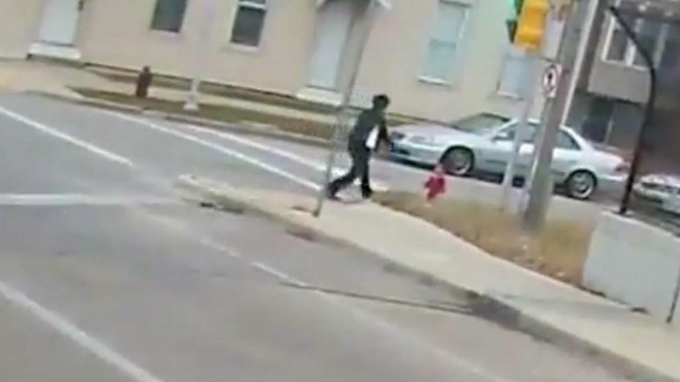 #Video Operadora de camión rescata a menor de la calle en Milwaukee - Captura de Pantalla