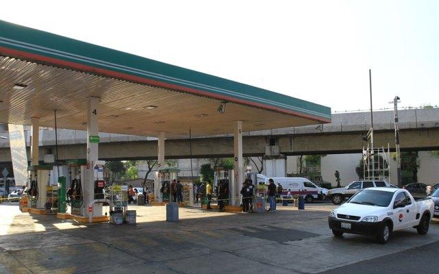 Sin resolverse el desabasto de gasolina en 10 entidades del país - Foto de Notimex