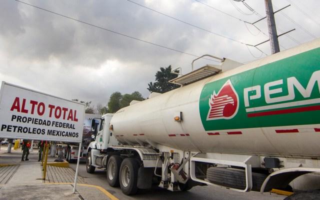 Detienen a extrabajador de Pemex ligado a robo de hidrocarburo - Foto de Notimex