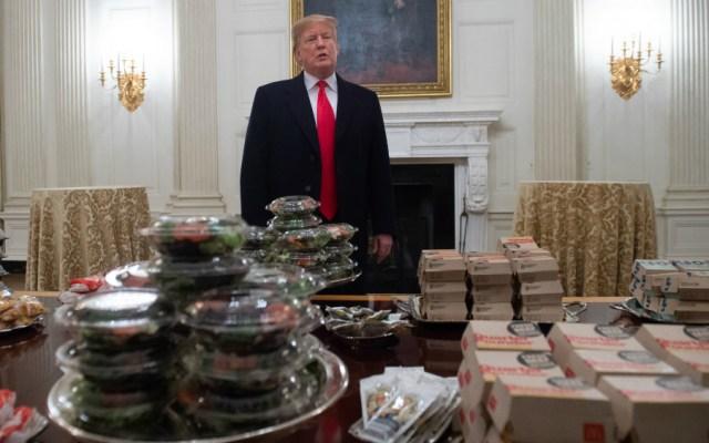 Trump pide y paga comida rápida en la Casa Blanca debido al cierre del gobierno - Foto de AFP