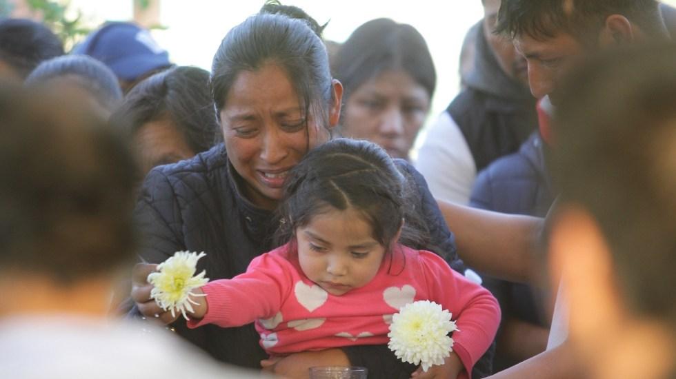 Alcalde pide respeto ante ofensas por tragedia de Tlahuelilpan - Familiares de víctimas de Tlahuelilpan. Foto de Notimex