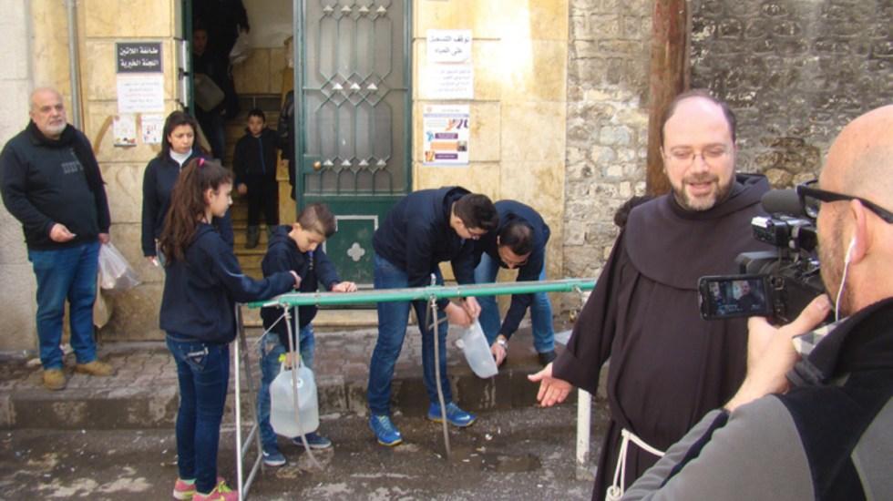 La Iglesia reconstruye Siria con matrimonios - Frailes apoyan a matrimonios en siria