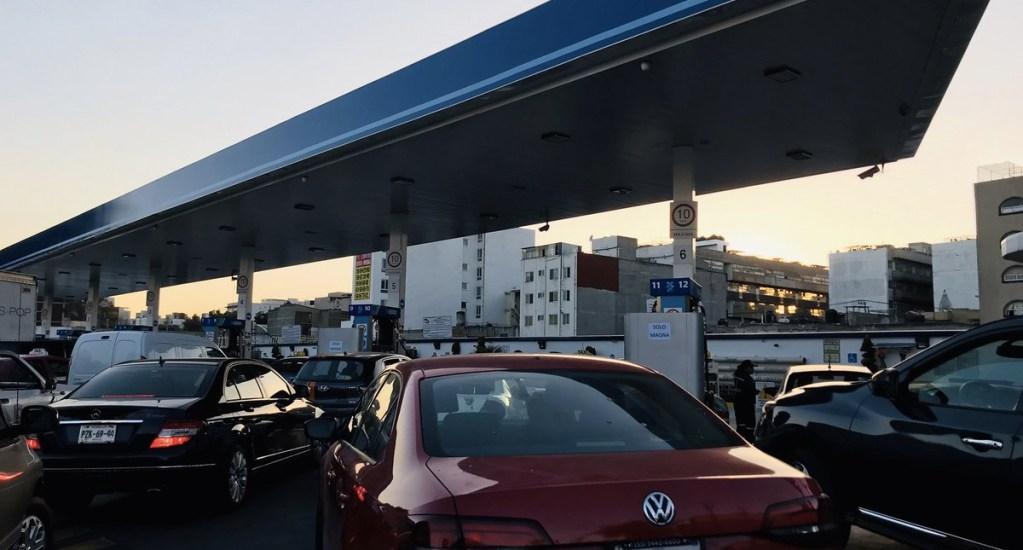 Reabastecen gasolineras de la Ciudad de México y continúan las filas. Noticias en tiempo real