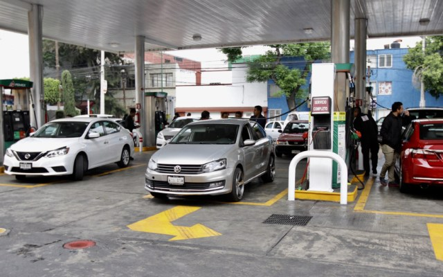 Casi 70 por ciento de conductores se apega a calendario para cargar gasolina - Foto de Notimex