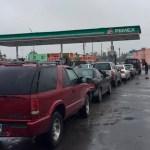 Duermen en sus coches para cargar gasolina en Matamoros - Foto de Milenio