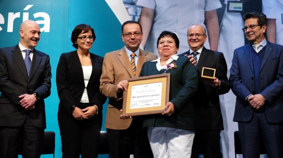 Premia IMSS a 2 mil 549 enfermeras y enfermeros - Foto de IMSS