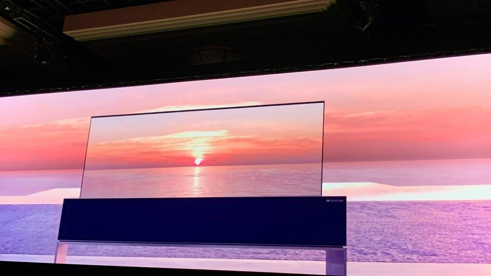 LG lanza el primer televisor OLED enrollable del mercado - Foto de López-Dóriga Digital.