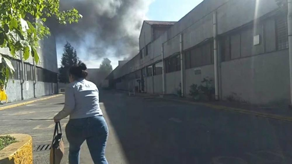 Bomberos contienen incendio en fábrica de estopa en la GAM. Noticias en tiempo real