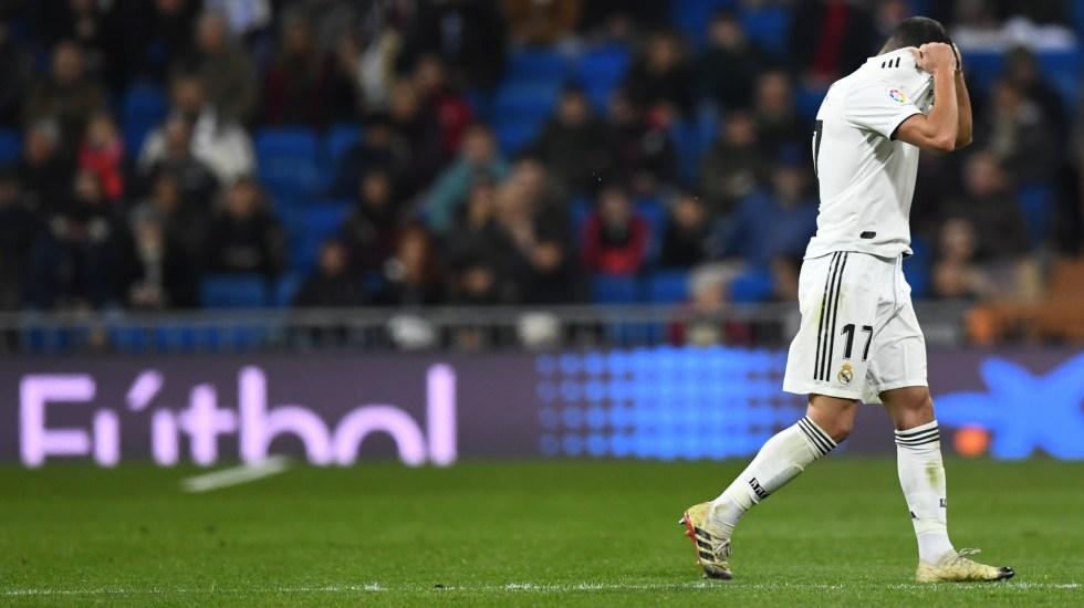 Lucas Vázquez rompe su camiseta tras expulsión contra Real Sociedad - Foto de Gabriel Bouys/AFP