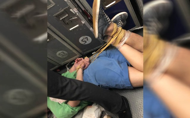 #Video Atan de pies y manos pasajero durante vuelo - Pasajero maniatado a bordo de avión. Foto de @macpava