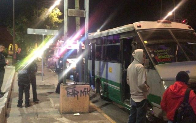 Hieren a menor durante asalto a pasajeros de microbús - Microbús en el que viajaba la víctima. Foto Especial