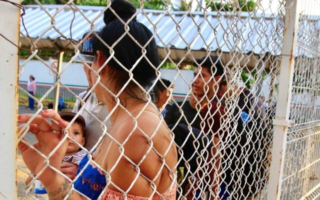 Colocan 601 brazaletes a migrantes que ingresaron por el Río Suchiate - Foto de Notimex
