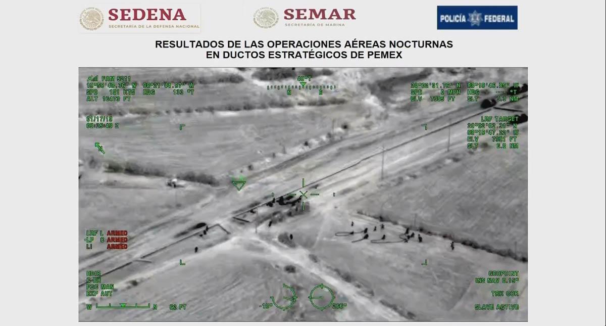 Momento en que delincuentes huyen con mangueras que utilizarían para ordeñar el ducto. Captura de pantalla