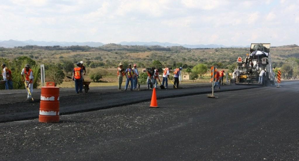 Gobierno Federal anuncia cinco mil 531 kilómetros de caminos - Pavimentación de carreteras. Foto de @SCT_mx