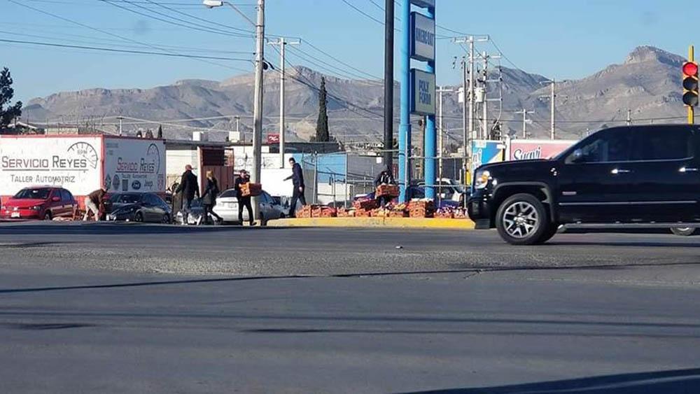 Habitantes de Cd. Juárez auxiliaron a repartidor de pan. Foto de @beto.jdm.7