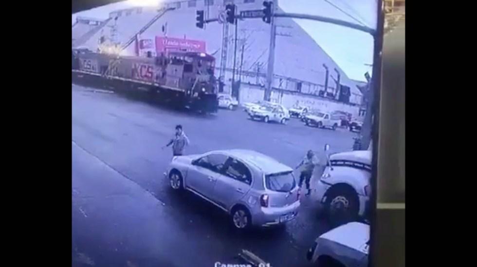 #Video Pipa arrolla a mujer de la tercera edad en Monterrey - Captura de pantalla