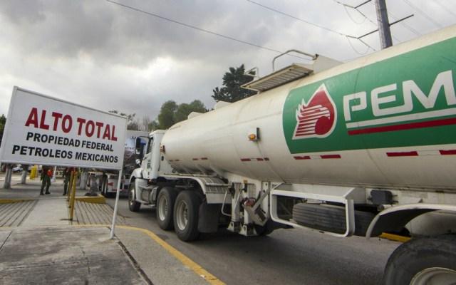 Investigan venta de combustible donado por Pemex en Tecpex e Hidrosina - Foto de Notimex