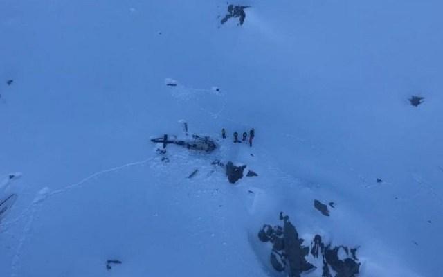 Accidente aéreo deja cinco muertos en glaciar Rutor de Italia - Primera imagen del accidente aéreo en el glaciar Rutor. Foto de @cnsas_official