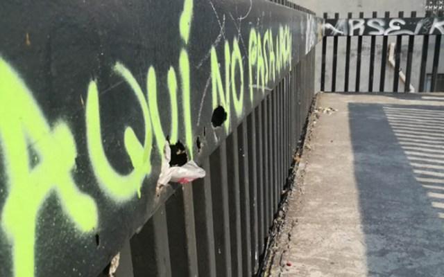Policía capitalina frustra suicidio en la alcaldía Cuauhtémoc - Puente peatonal en Circuito Interior. Foto de Cuartoscuro