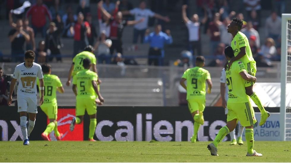 Vigón arrebata a Pumas su primera victoria - Foto de Mexsport