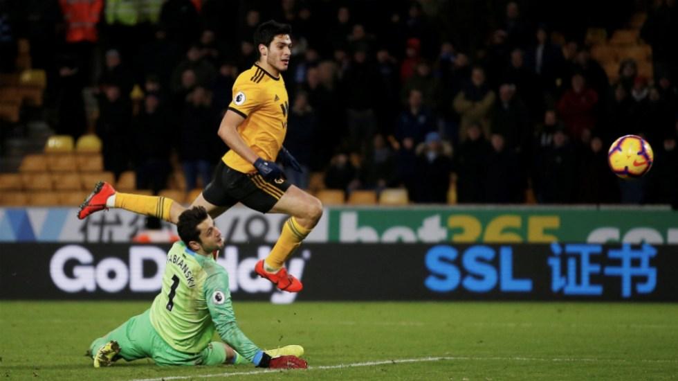 Con doblete de Raúl Jiménez, Wolverhampton doblega al West Ham - Foto de @laaficion