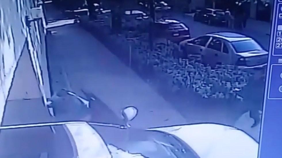 #Video Rebecca Jones sufre aparatoso accidente con una camioneta - Captura de Pantalla
