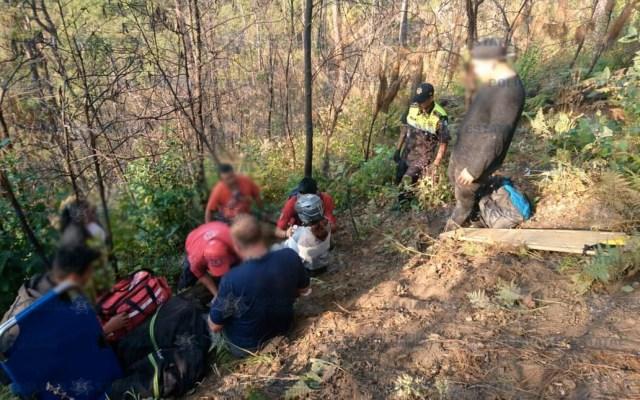 Rescatan en Valle de Bravo a pareja de extranjeros que se accidentó en parapente - Foto de @SS_Edomex