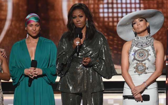 Michelle Obama lanza en los Grammy mensaje por empoderamiento de las mujeres -