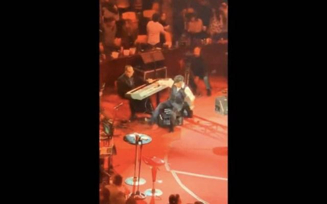 El Potrillo se burla de su resbalón en el palenque - Captura de pantalla